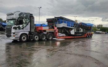 Unser Scania R730 bringt die neue Siebanlage Kleemann MS 703 I Evo von Kleemann Göppingen nach Wirtgen Windhagen