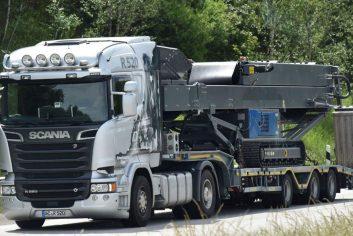Scania R 520 mit Brecheranlage