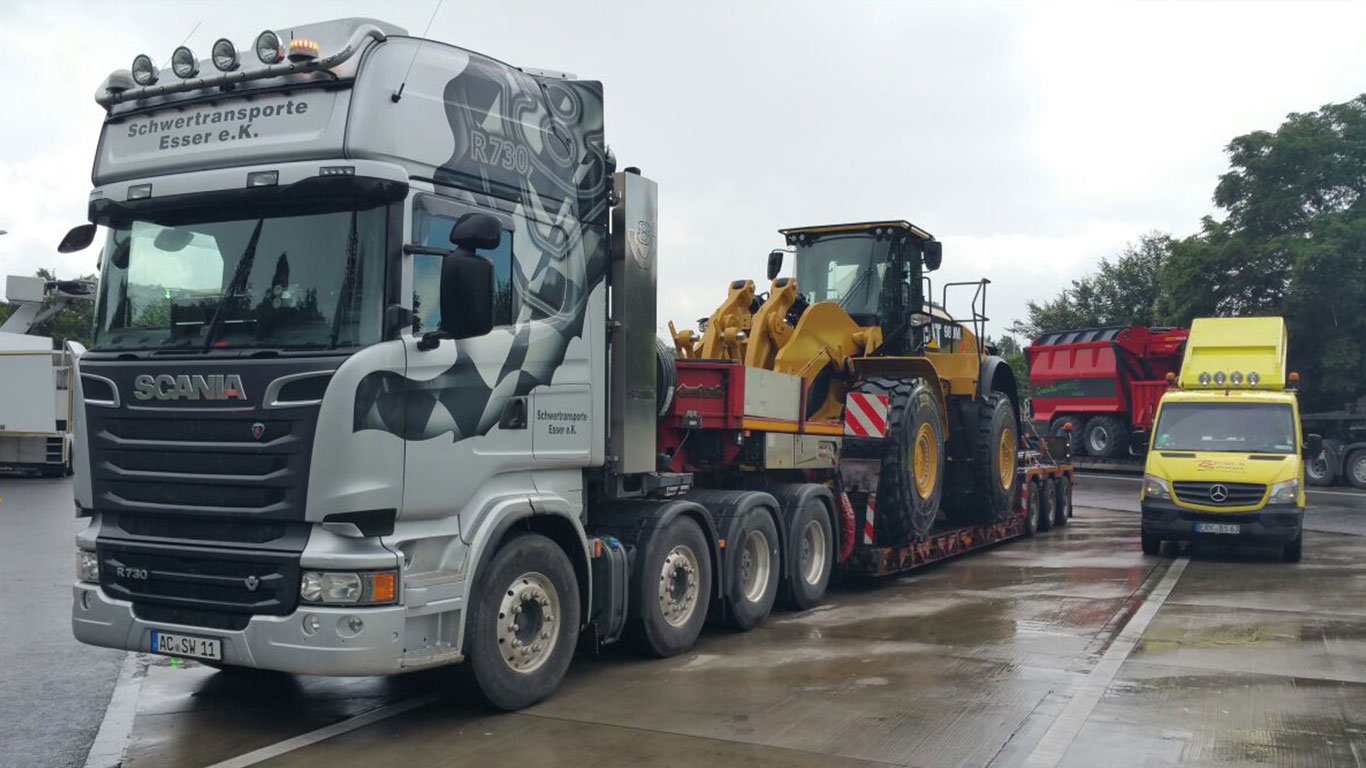 Scania-r730-Cat-Baggertransport