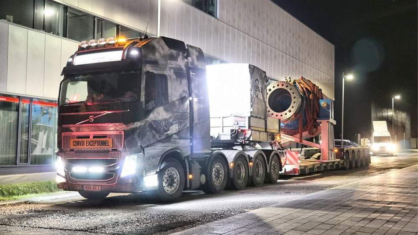 Volvo FH16 750 5-Achser Maschinenteil