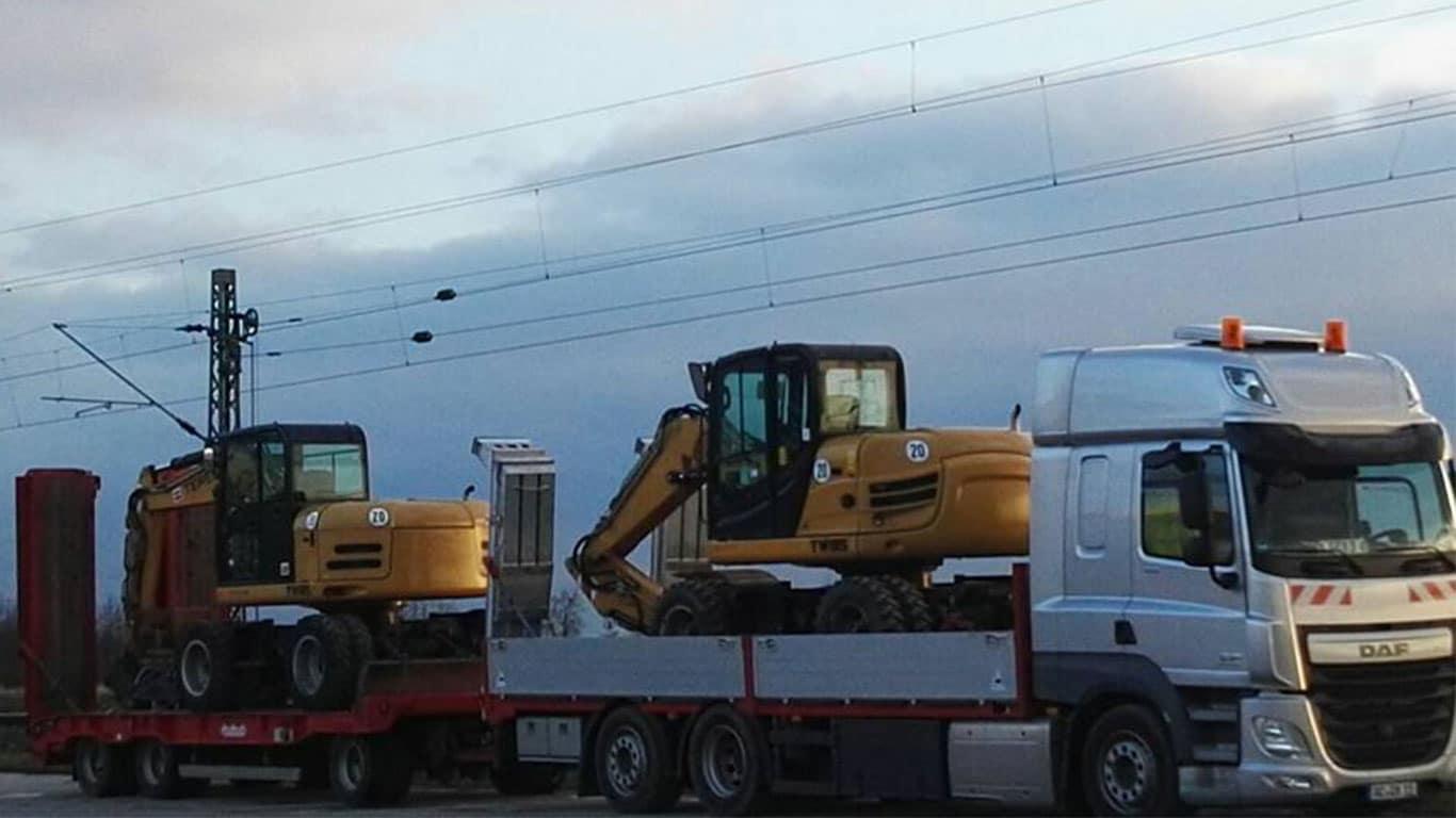 Baggertransport von zwei Terrex Bagger mit DAF CF 430
