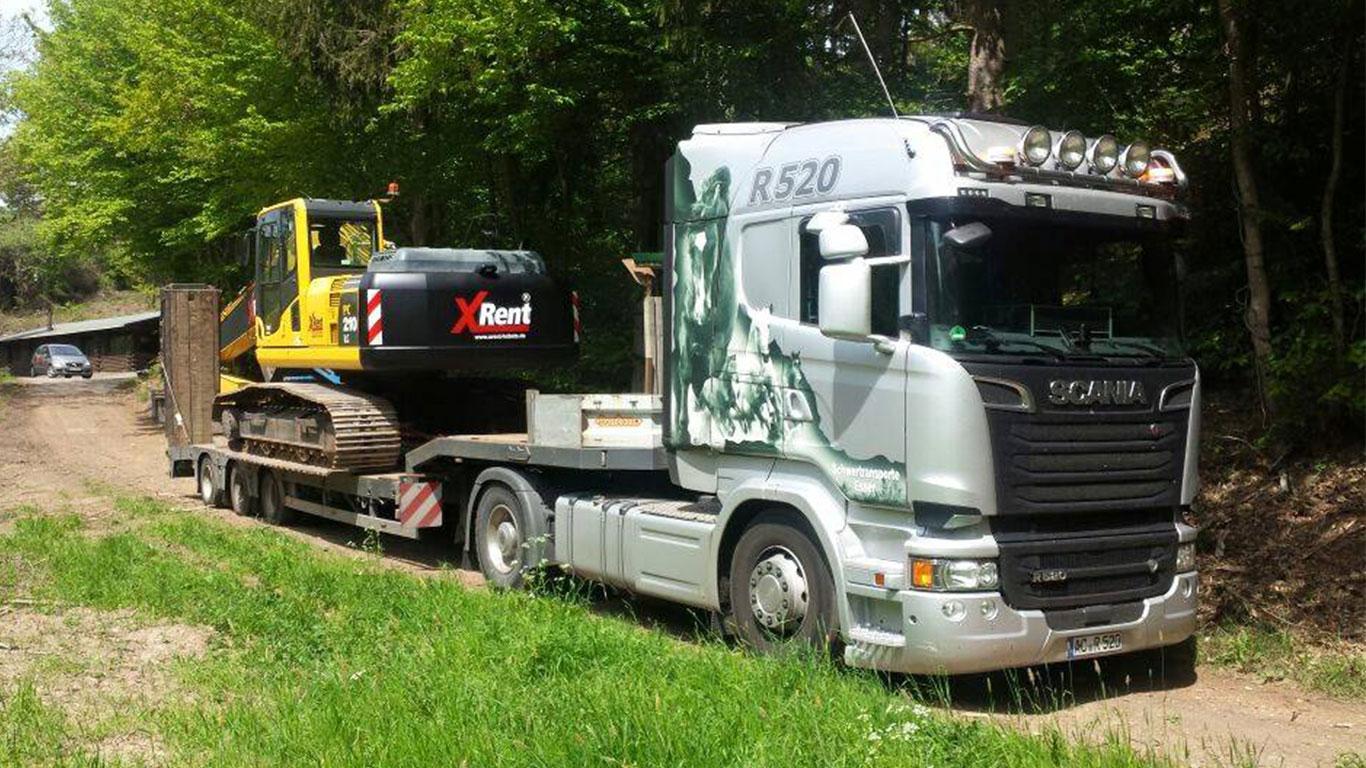 Baggertransport eines Komatsu Bagger mit Scania R520