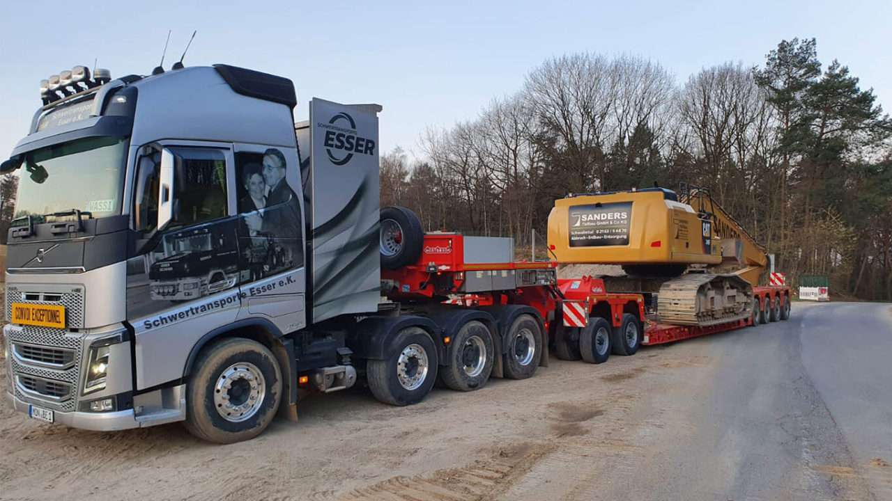 Volvo FH16 750 4-Achser-CAT Kettenbagger Long Front 1