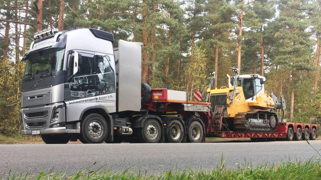 Volvo FH16 750 4-Achser mit Raupentransport