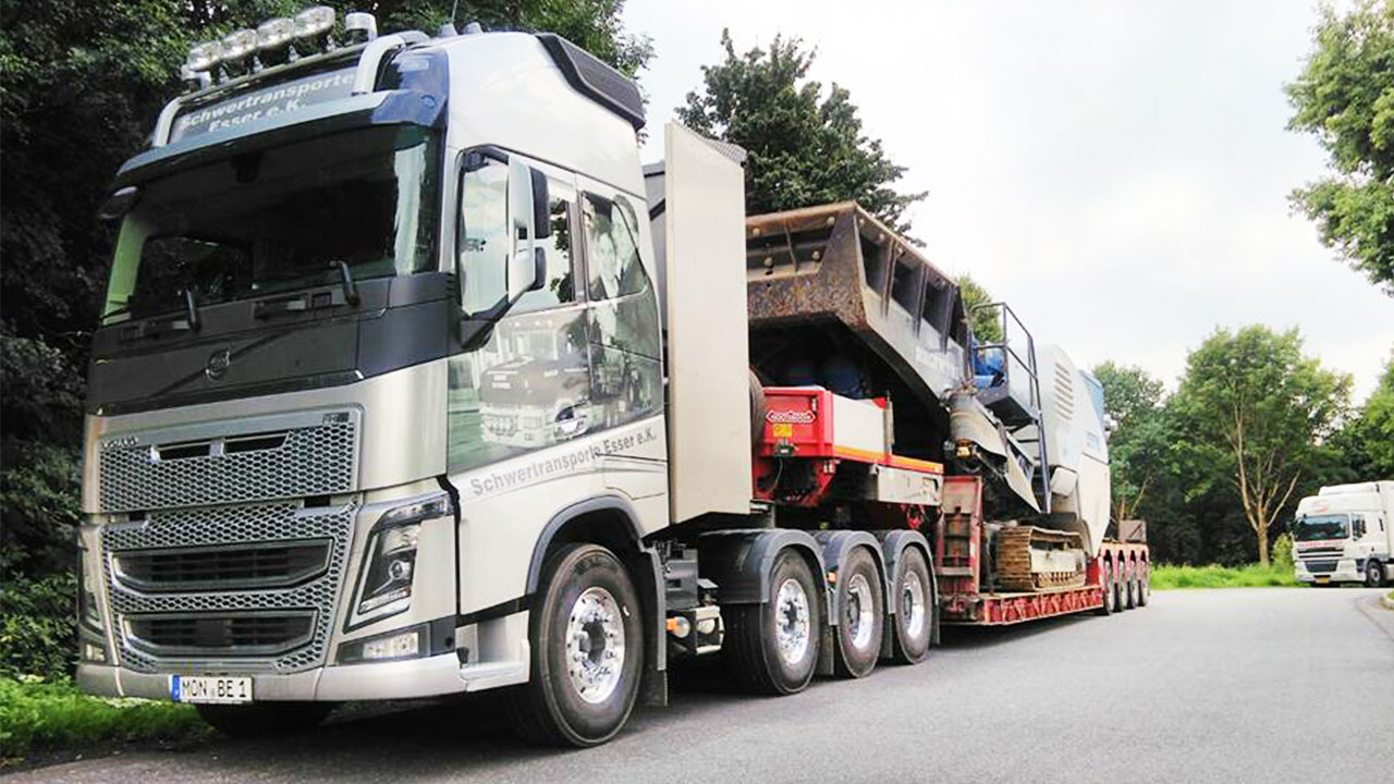 Volvo FH16 750 4-Achser mit Brechertransport
