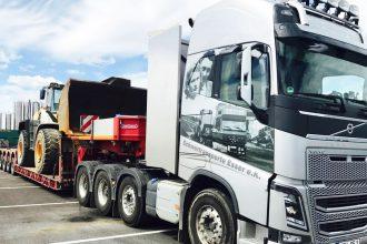 Volvo FH16 750 4-Achser mit Baggertransport