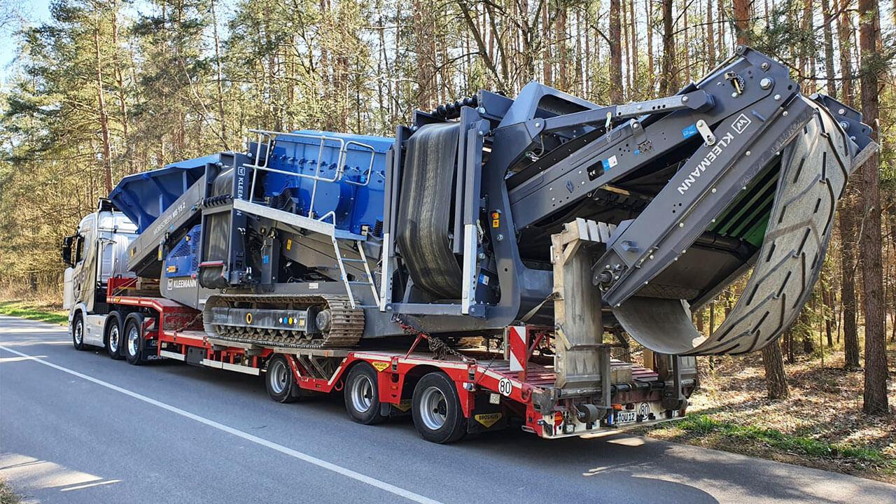 Scania S 500 Heckansicht mit Kleemann Siebanlage